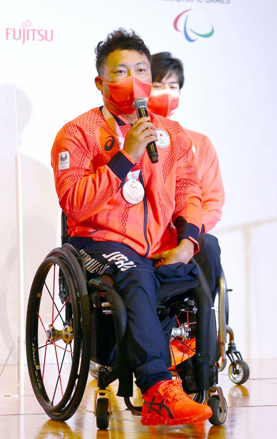 2大会連続の銅メダルを獲得し、記者会見する車いすラグビー日本代表の池透暢主将=都内(代表撮影)